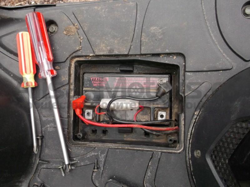 аккумулятор для скутера peugeot куда ставиться